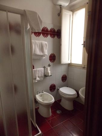 Hotel Ritz : Baño