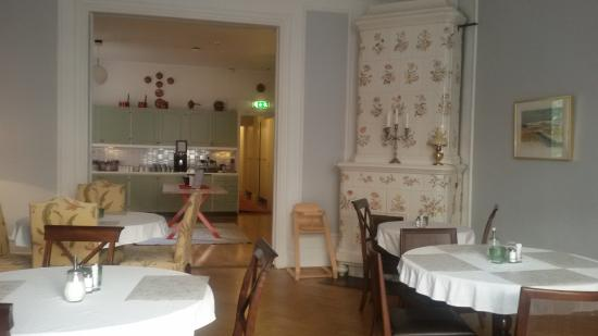 Clarion Collection Hotel Wellington: Breakfast room and kitchen