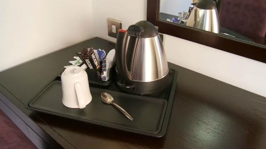 Blue Sea Hotel: Complimentary tea - coffee making facilities in every room