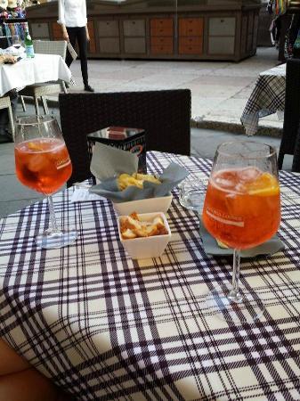 Osteria Alla Torre: Spritz Aperol com aperitivos