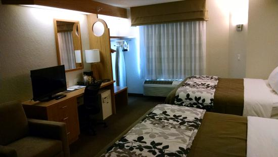 Sleep Inn & Suites: Two Queen Bed Room