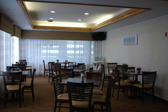 Sleep Inn & Suites: Breakfast room