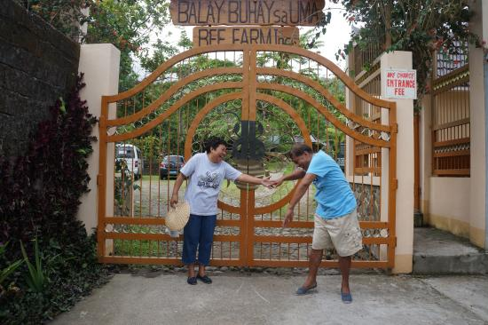 Bulusan, Filippinerna: the entrance of Balay Buhay sa Uma, Bee Farm