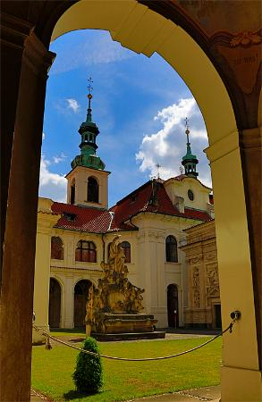Prague Photo Tours: Archway