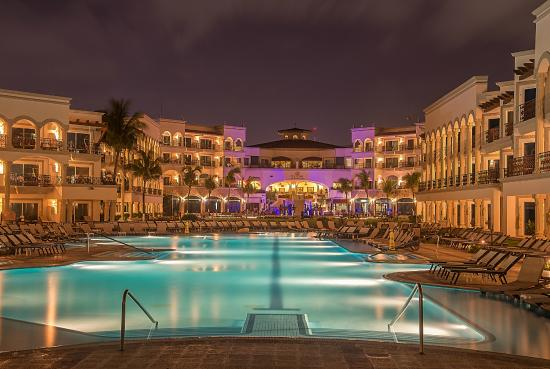 zwembad bij nacht, pool at night - Picture of Hilton Playa