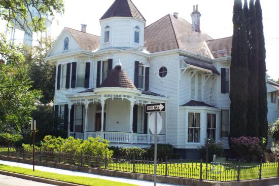Natchez, Mississippi: Randy will give you information about houses in the area