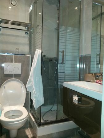 Hotel Hibiscus: El baño de mi habitacion