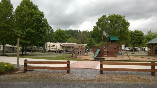 Big Meadow Family Campground: Nice playground, community fire pit and splsh park