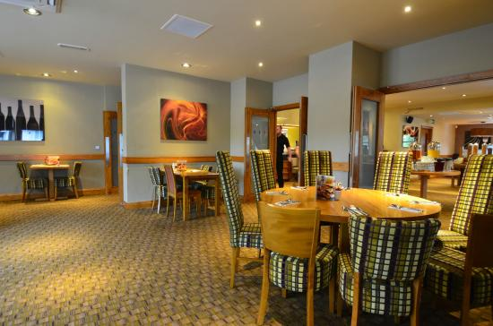 Premier Inn Inverness West Hotel: Dining Area