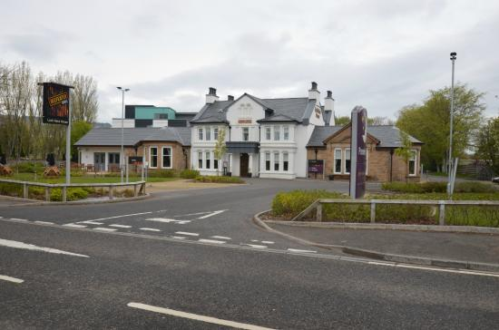 Premier Inn Inverness West Hotel: The Hotel from the road