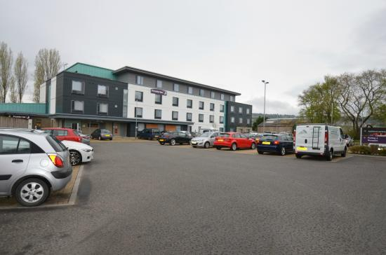Premier Inn Inverness West Hotel: The Hotel Car Park