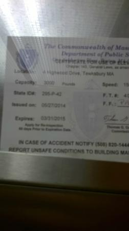 Holiday Inn Tewksbury Andover : Elevator certification expired for two months