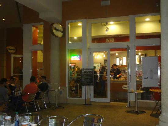 Haagen Dazs Ice Cream Miami 401 Biscayne Blvd Restaurant Reviews Phone Number Photos Tripadvisor