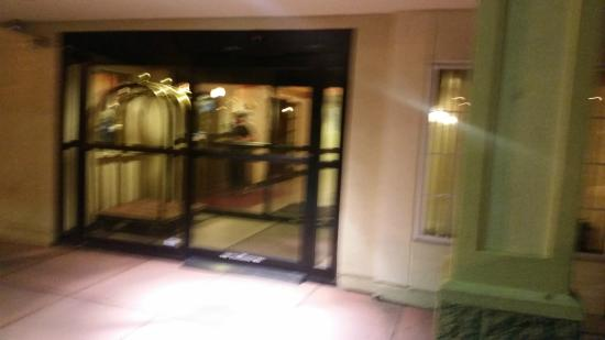 Hawthorn Suites by Wyndham Allentown-Fogelsville : Uninviting entrance