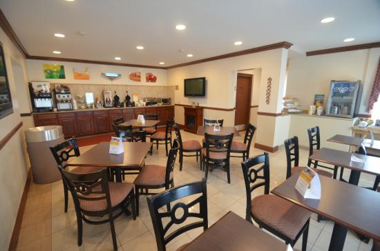 Quality Inn & Suites  Quakertown: Breakfast