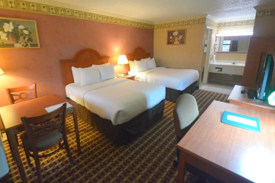 Quality Inn & Suites  Quakertown: 2 double beds