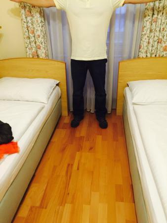 Hotel Graf Stadion: La celda habitacion
