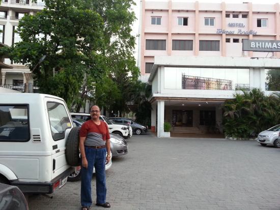 Bhimas Paradise: Hastle free parking area