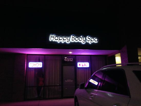 Hilliard, OH: Happy Body Spa at Night