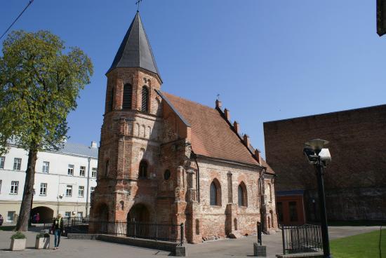 St. Gertrude's Church : спрятаный во дворах