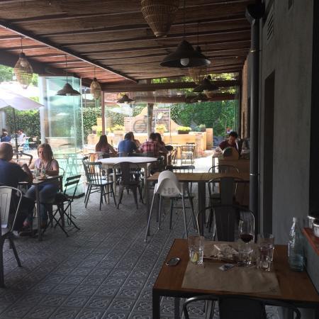 Bonito patio fotograf a de espai terres llunyanes for Patio bonito