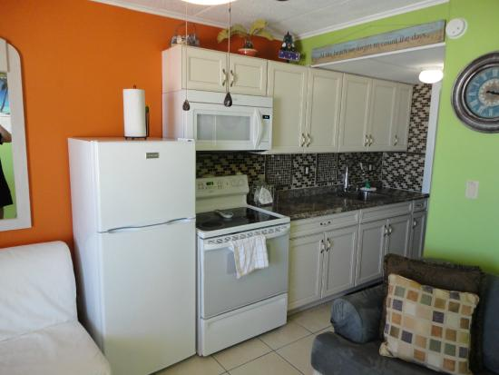 Madrid Oceanfront Condominiums: Kitchen Unit