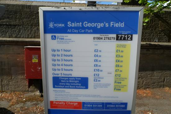 Boulmer Guest House: STOOPID YORK PARKING PRICES