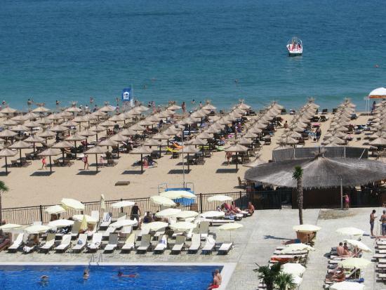 Hotel Admiral: Вид из номера на пляж т бассейн