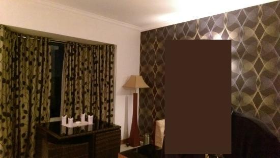 Park Residency: Living room