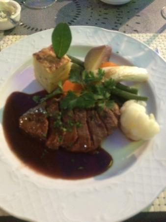 La Regata: Me han invitado a cenar aquí y la verdad esta genial. Los camareros muy simpáticos y enrollados.