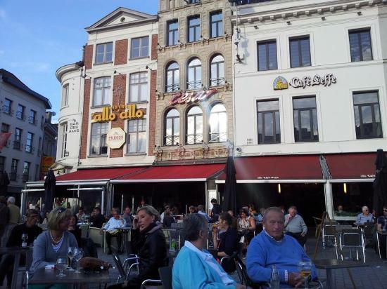 Restaurants Near House Of Broel