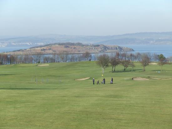 Silverknowes Golf Course: The long downhill 9th (438 yds).