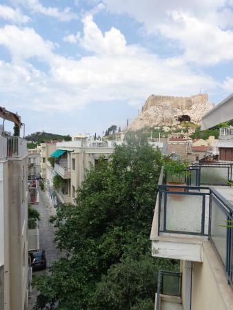 Adams Hotel: Вид с балкона на третьем этаже