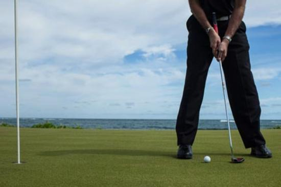 St. Kitts: Golfing with oceanside views