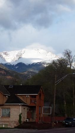 Hotel San Ayre by Bud+Breakfast: Pikes Peak view from hotel in the morning
