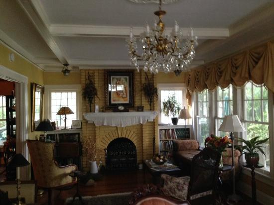 Three Oaks Bed and Breakfast : Living Room