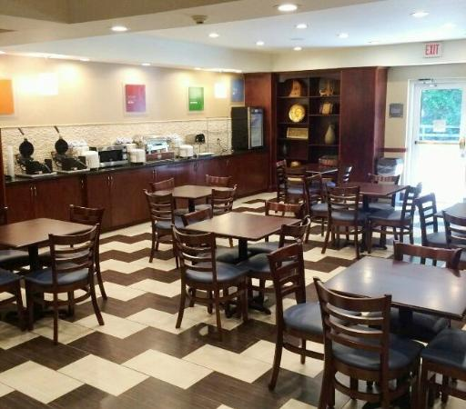Comfort Suites Bluffton: Breakfast Area