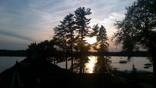 Canobie Lake Park: Sunset as seen from the sky ride