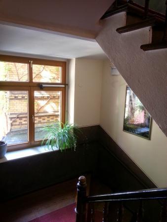 Ringhotel Schwarzer Baer: Window on staircase