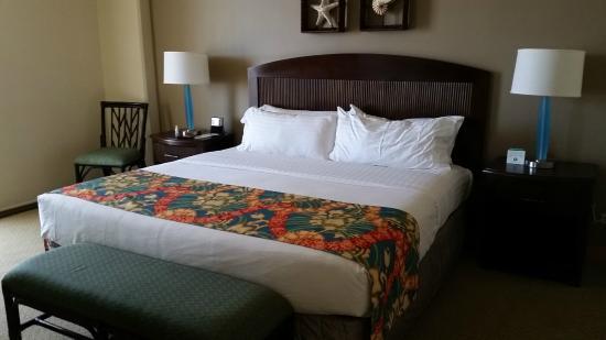 Holiday Inn Resort Waikiki Beachcomber: king bed comfortable