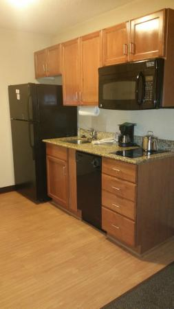 Candlewood Suites Colonial Heights: Kitchen