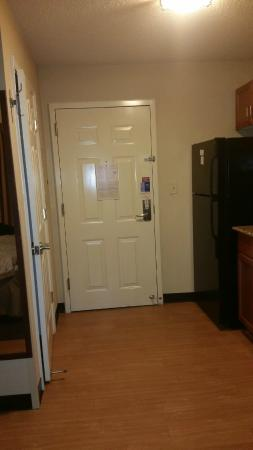 Candlewood Suites Colonial Heights: Room Door