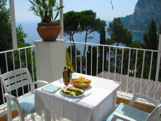 Villa Brunella: Lunch with a view from my deck!