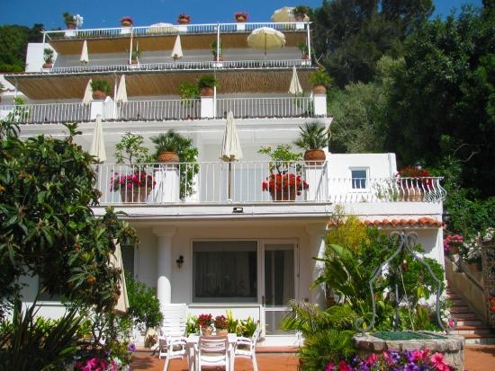 Villa Brunella: Looking up from gardens - all with a view to the sea.