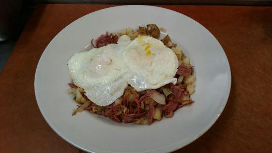Gaffer's Sports Pub: Corned beef hash with fried eggs