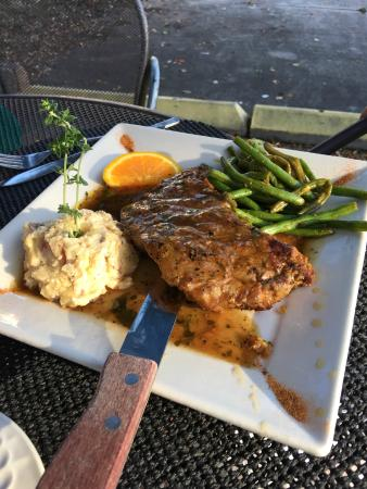 Chef Larry's Cafe: Steak and mashed potatoes