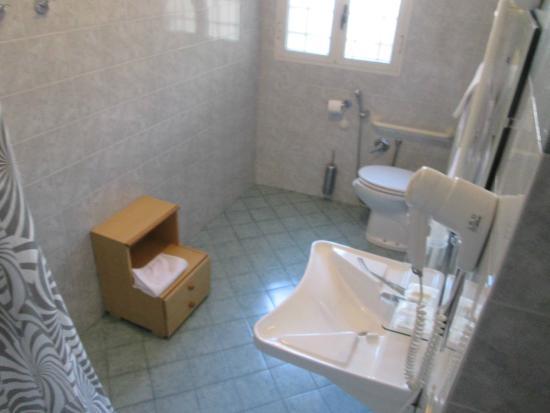 Hotel Elite: Funcional bathroom