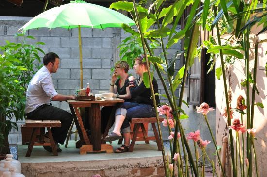 Parami Guesthouse : Garden area