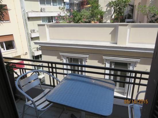 Kimon Athens Hotel: patio