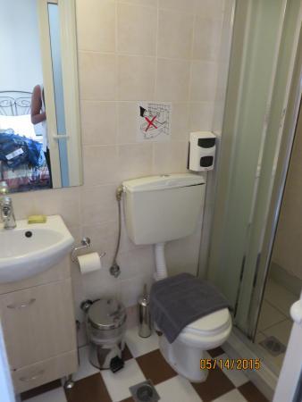 Kimon Athens Hotel: bathroom